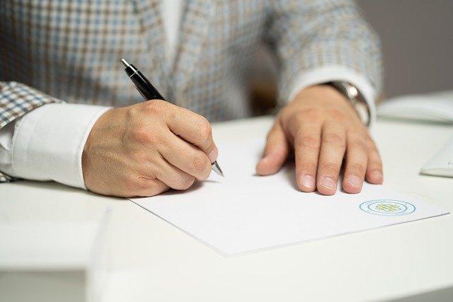 You are currently viewing Rédiger un contrat commercial : quelques points d'attention
